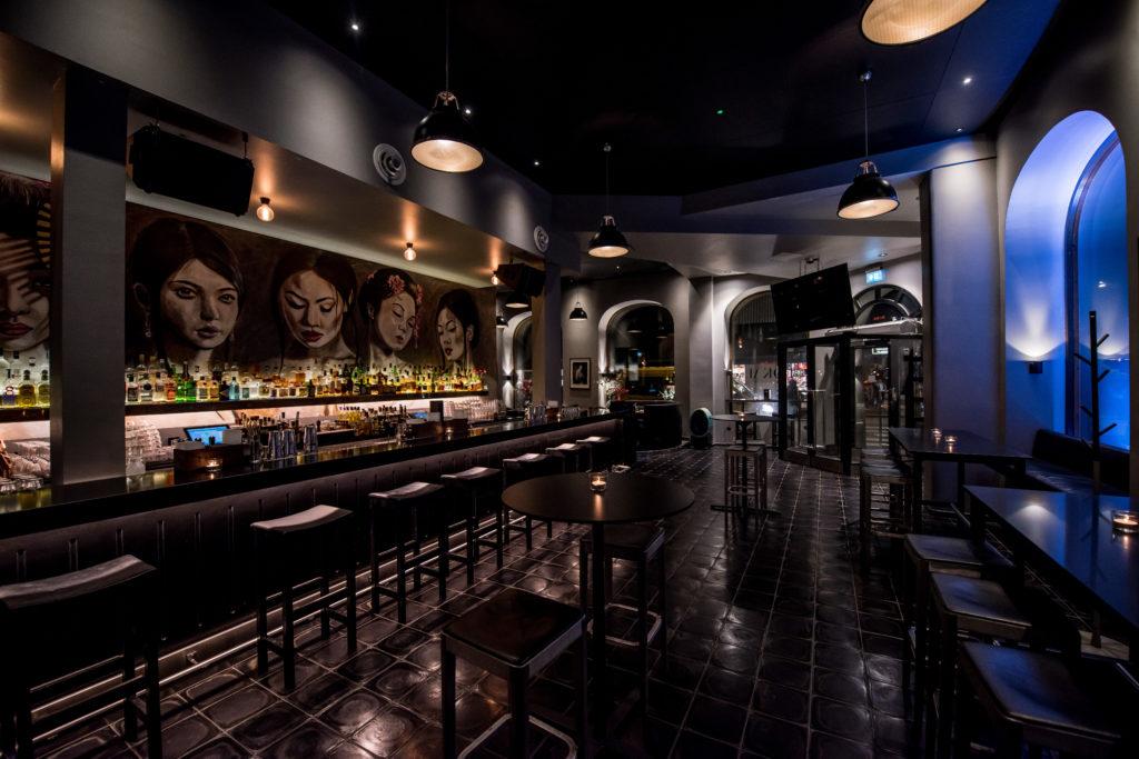 Insidan och baren i vår japanska restaurang på Kungsholmen i Stockholm